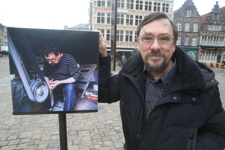 Antoine Van Loocke maakt keukenmessen van gerecycleerd afval.