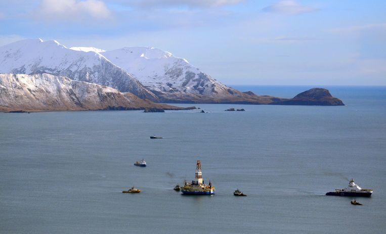 Het drijvende boorplatform Kulluk in Kodiak Island in Kiliuda Bay in Alaska.