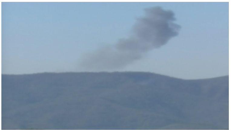 Rookwolken boven de plek waar het Russische gevechtsvliegtuig neerkwam Beeld reuters