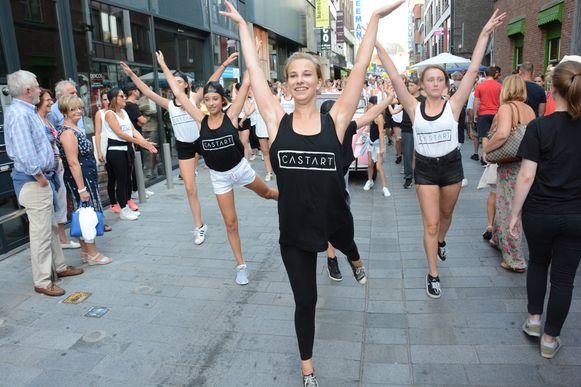 Castart liet zich tijdens de voorbije Beverse Feesten al een keer opmerken aan het publiek toen ze al dansend door het centrum trokken.