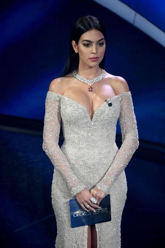 Georgina Rodriguez als presentatrice op het muziefestival van Sanremo.