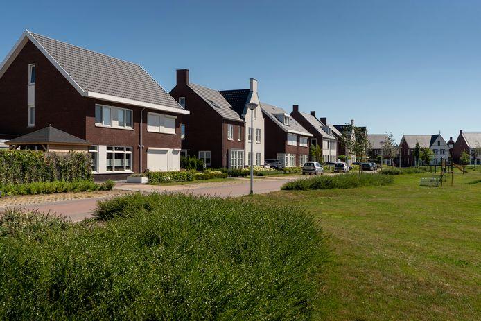 Nieuwbouwwijken, zoals hier de wijk Dillenburg in Drunen, bestaan vaak uit tweekappers en vrijstaande woningen. Bij volgende woningbouwplannen maakt Heusden voortaan ook ruimte voor huizen voor starters en sociale huur.
