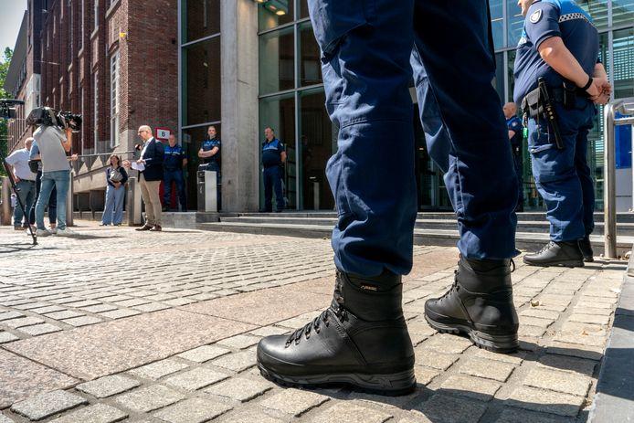 Burgemeester Jack Mikkers kreeg vandaag in Den Bosch een petitie van een aantal verontruste boa's.