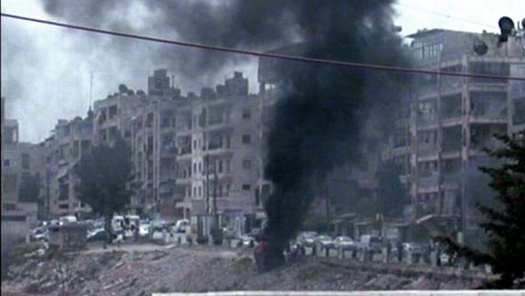 Rook stijgt op uit het Syrische Aleppo, waar volgens persbureau SANA vandaag schietpartijen plaatsvonden. Beeld afp