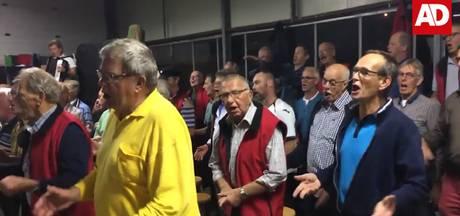 Alphons vlogt: Zeemanskoor Onder Zeil zingt longen uit lijf voor jubileumoptreden