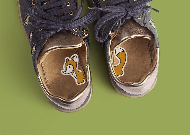 Een sticker bestaat uit twee helften, één voor elke schoen.
