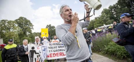 Pegida: kom massaal als Zwarte Piet met kroeshaar en gouden oorbellen naar intocht Apeldoorn!