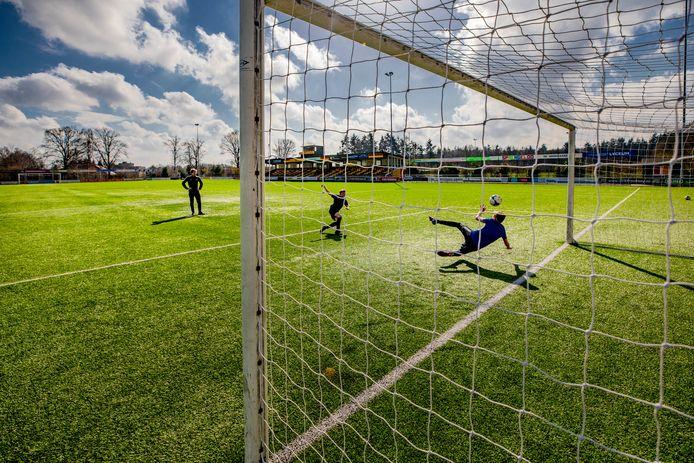 Op sportverenigingen in de veiligheidsregio Noord- en Oost-Gelderland zal dit weekend extra worden gecontroleerd op het naleven van de coronaregels.