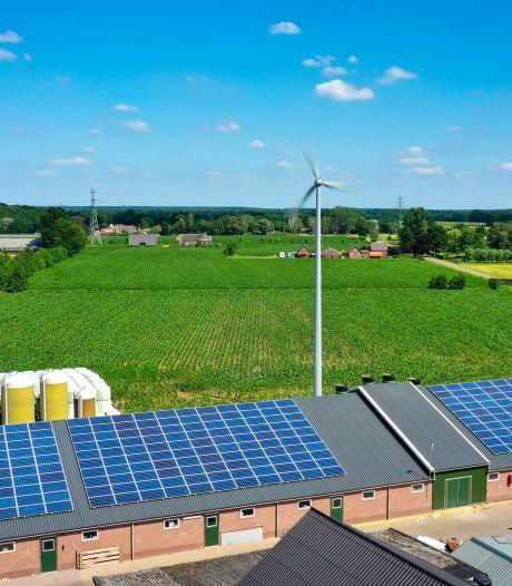 Boeren in Wijk bij Duurstede plaatsen windmolen op hun erf: 'Stroom uit zon en wind is ideale combinatie'