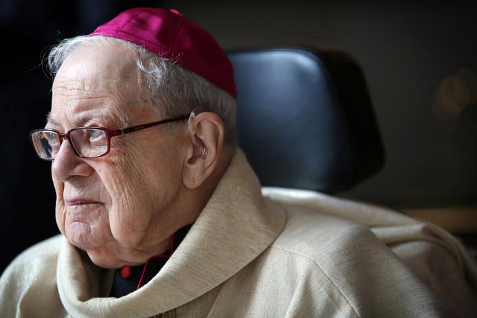 """Oud-bisschop Huub Ernst viert zijn honderdste verjaardag in besloten kring. De foto is vorig jaar gemaakt  tijdens zijn 75-jarig priesterjubileum. ,,Oud worden is geen ambitie op zich"""", zei hij toen. ,,We zien wel."""""""