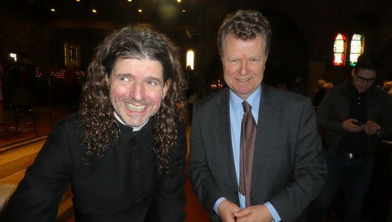 Pastor Pierre Valkering: 'In Rome staat een heel grote roze olifant.' Met oud-politicus Boris Dittrich. Beeld Hans van der Beek