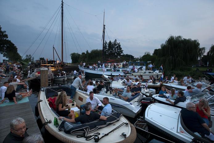 Net als eind augustus 2017 zijn bootjes ook nu weer welkom tijdens het Oude IJssel Concert om af te meren rond de klipper met daarop het podium.