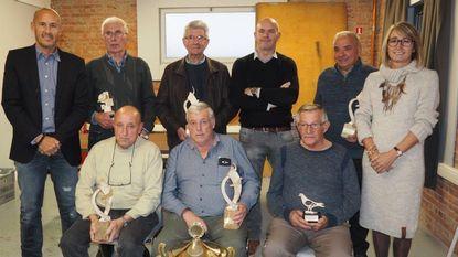 Kampioenen duivenbond ontvangen prijzen