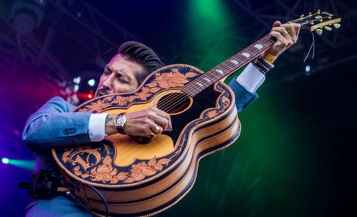Het nummer Roller Coaster van Danny Vera is een populair 'coronalied'.