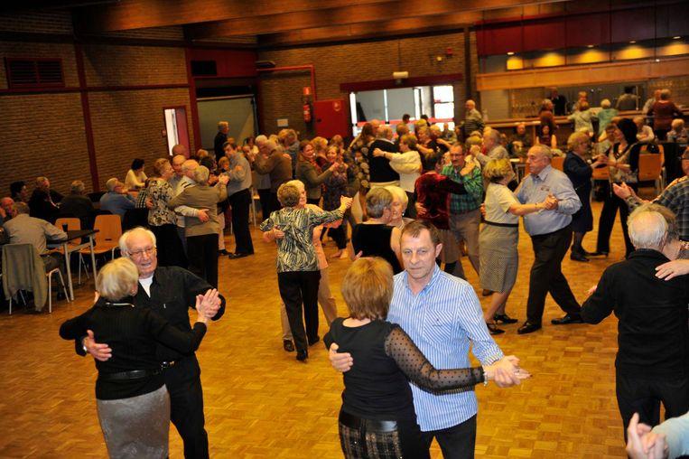 150 senioren kwamen zich in het ontmoetingscentrum aan een dansje wagen.