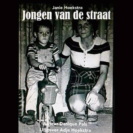 Janie H. noemt zichzelf een jongen van de straat. Dat wordt dan ook de titel van het boek, dat voor de zomer af zou moeten zijn.
