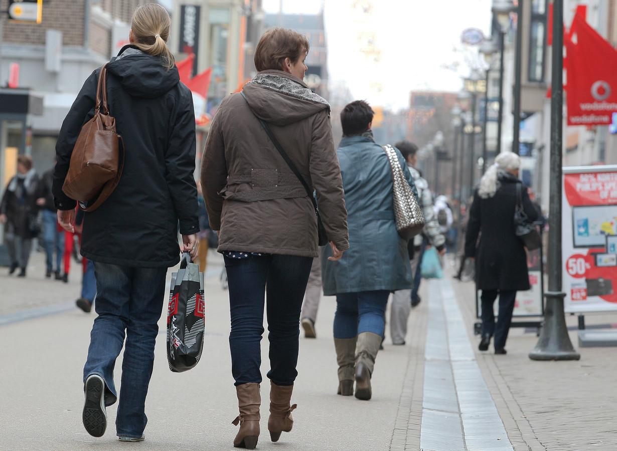 Winkelend publiek in Apeldoorn.
