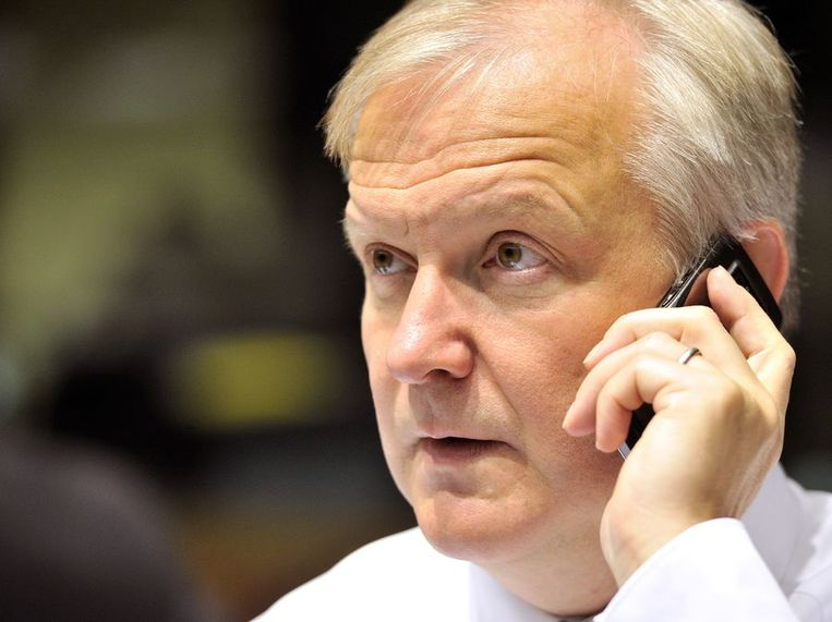 De Europese begrotingscommissaris Olli Rehn ziet toe op de begrotingen van de lidstaten. Met het pakket van het kabinet en de drie oppositiepartijen loopt het Nederlands tekort volgend jaar verder op. Beeld afp