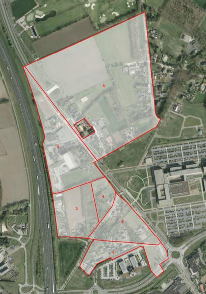 Het gebied Uden-Noord met links de snelweg A50, rechts het ziekenhuis en onder hotel Van der Valk. Wonen en werken is de algemene bestemming van het gebied dat is opgeknipt in zes aparte stukken. Het ontwerpplan ligt vanaf vrijdag ter inzage.