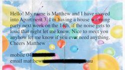 Komiek krijgt briefje over mogelijk nachtlawaai in de bus: hilarische e-mailconversatie is dag op dag 10 jaar oud