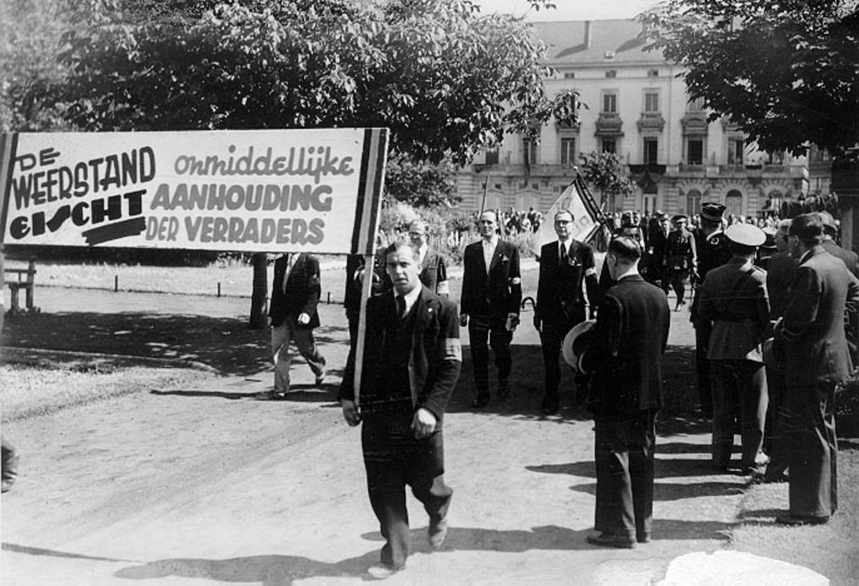 """Verzetslieden komen op straat na de oorlog. """"Hun geschiedenis is moeilijker te schrijven omdat het gaat over clandestiene organisaties."""""""