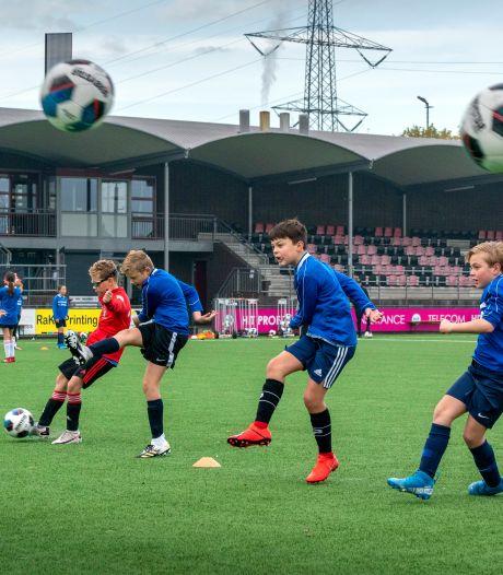 Trucs leren van de beste ter wereld, ook in tijden van corona: 'Straatvoetballen kun je altijd en overal doen'