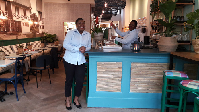 Christin (l) en Astrid Banks van restaurant Moksie Djarie aan de Ginnekenweg.