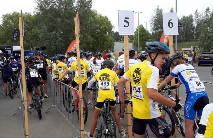 Deelnemers Nationale jeugdronde op terrein Suikerunie in Stampersgat
