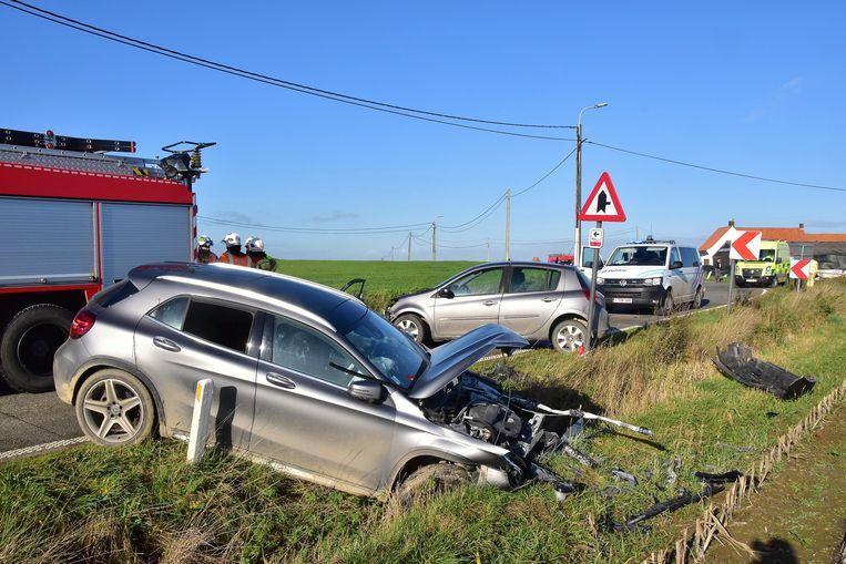 De klap was bijzonder hevig, bij het ongeval langs de Lokerseweg in Reningelst.