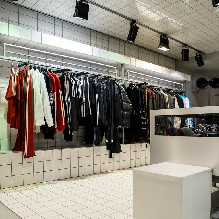 Modewinkel Azzurro Beeld Carly Wollaert