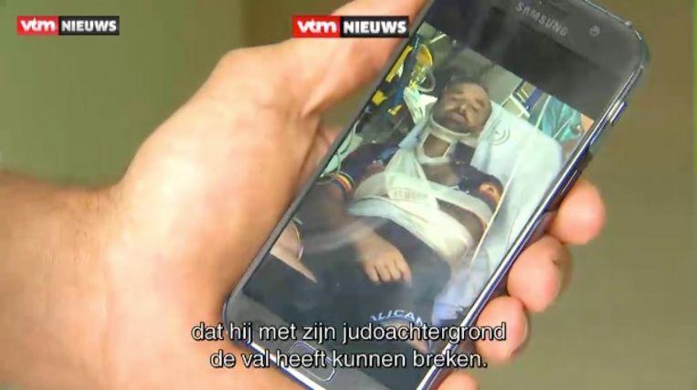 Tom Waes in zijn ziekenhuisbed.