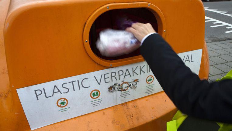 Een aparte bak voor plastiv afval in Hoofddorp. © anp Beeld