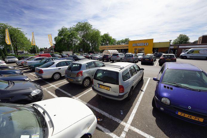 Het is altijd ontzettend druk bij de Jumbo aan de Van Beethovenlaan, parkeren op de uitgebreidere winkel moet een oplossing bieden.