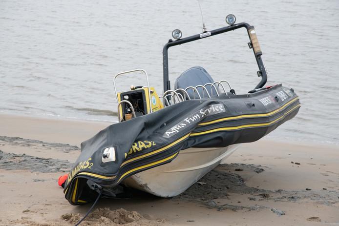 Eén van de speedboten die vrijdag crashten: de impact van de klap moet enorm zijn geweest.