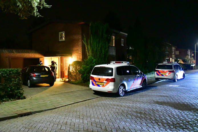 De politie is bezig met onderzoek na de woningoverval in de Voorbijstraat in Duiven.