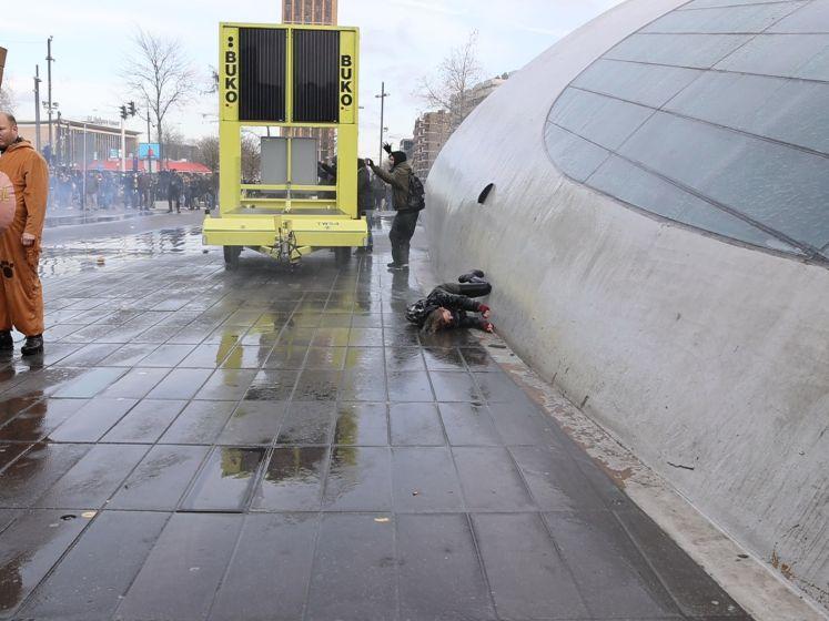 Vrouw omver geblazen door waterkanon bij demonstratie Eindhoven