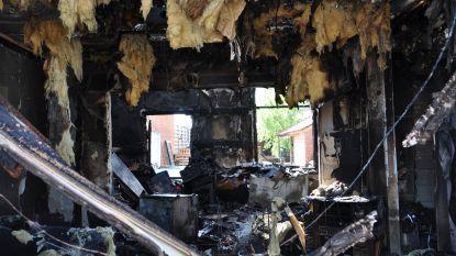 """Gezin met zeven kinderen verliest alles in brand: """"Als mijn man niet wakker was geworden, hadden we het niet gehaald"""""""