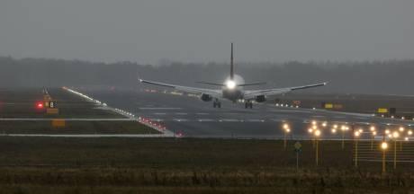 Landende vliegtuigen op Vliegbasis Eindhoven gaan 's avonds stiller remmen
