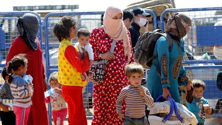 Voor IS gevluchte Syriërs bij de Turkse grens. Beeld getty