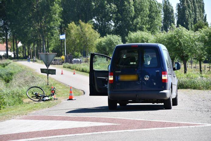 Het ongeluk gebeurde op de Oudemansdijk ter hoogte van de kruising met de Linidijk.