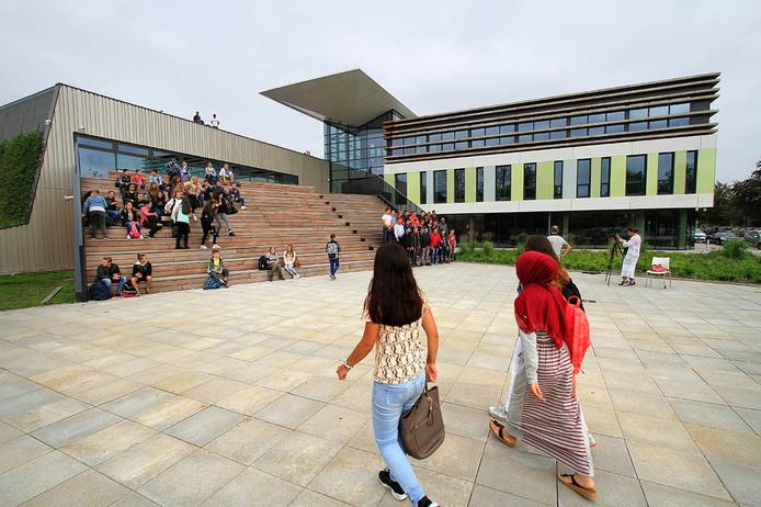 Da Vinci College , de eerste dag met leerlingen .foto : Gerard van Offeren