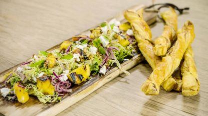 Loïc maakt een frisse salade met gegrilde perzik