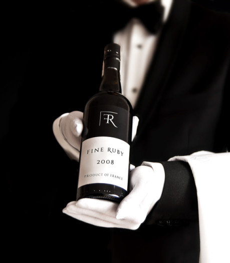 Medewerkster geeft per ongeluk verkeerde fles van 5100 euro weg