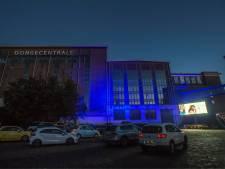 Amerikaanse sferen in oude Dongecentrale met unieke drive-in bioscoop