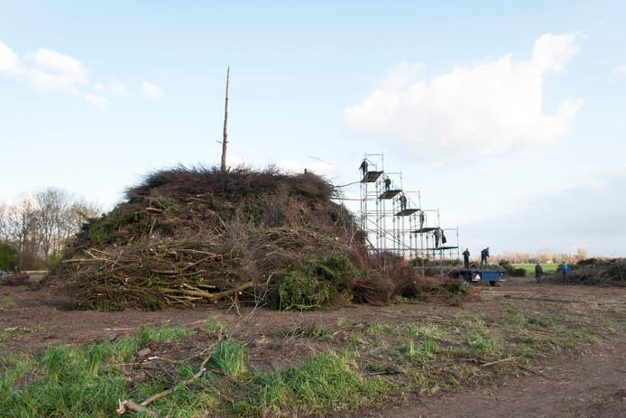 Het Paasvuur bij Dijkerhoek staat op grond van familie Nijland.