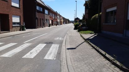 """Verkeersveiligheid in Weggevoerdenstraat aangepakt: """"Zone 30 in zijstraten en een verbod op zwaar verkeer"""""""