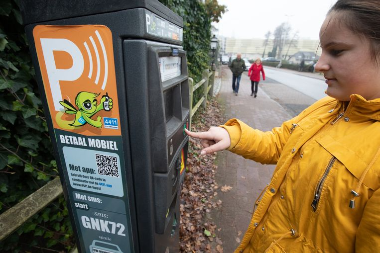 Uur gratis parkeren in Genk is uitgesteld nadat iemand een cruciale handtekening vergat.