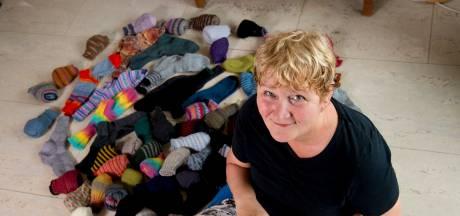 Gebreide sokken brengen 1500 euro op voor het Glazen Huis