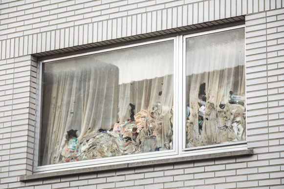 De buren zagen in alle jaren dat de man er woont nooit een vuilniszak buiten staan.
