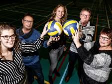 In Staphorst blijven ze een nacht wakker om voor goede doelen te volleyballen